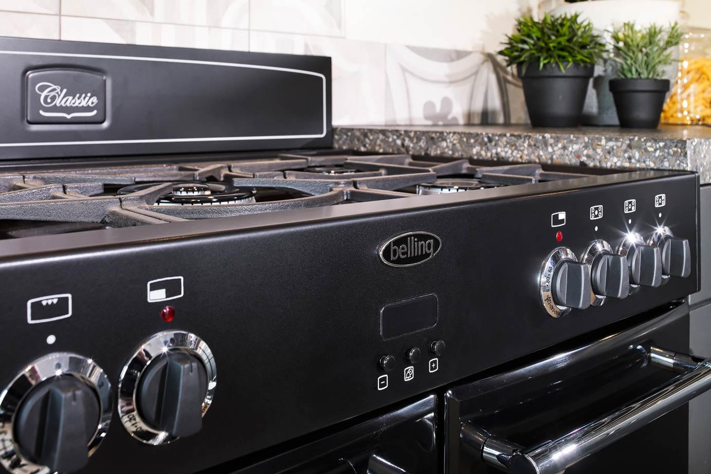 Zwart Keuken Fornuis : Zwarte landelijke hoekkeuken met fornuis db keukens