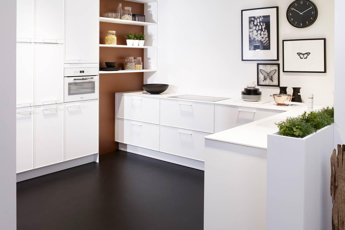 Witte ton sur ton design keuken met miele apparatuur db keukens