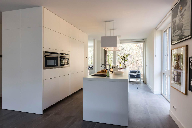 Keukens Bulthaup Prijzen : Witte Keuken Met Eiland Zwart witte Milano keuken Mereno
