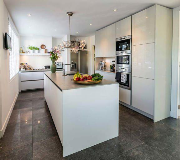 Keukenkast inrichting cheap hang je keuken aan de wand for Keukenkast ontwerpen