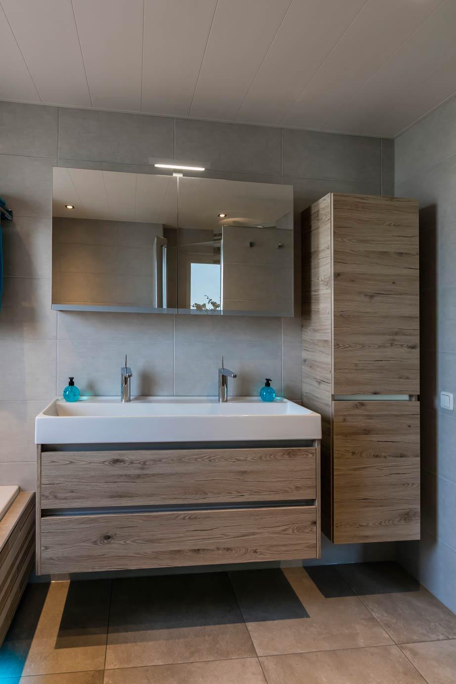 Badkamer Zonder Toilet : Een badkamer kopen in ermelo lees deze klantervaring db keukens