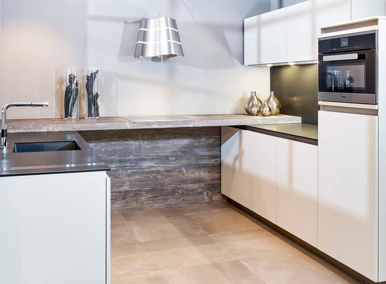 Moderne greeploze keuken in u opstelling db keukens for Greeploze keuken