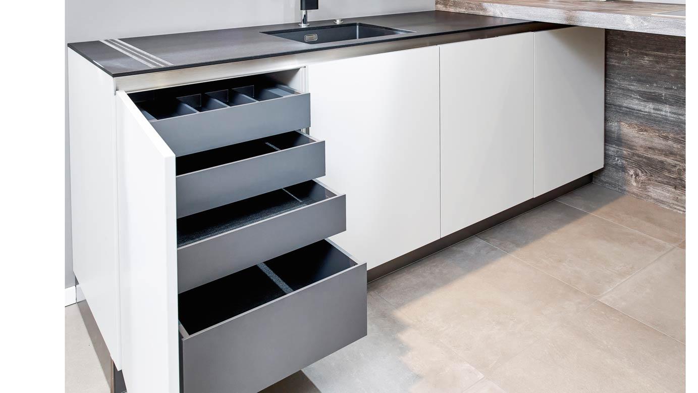 Moderne greeploze keuken in u opstelling db keukens