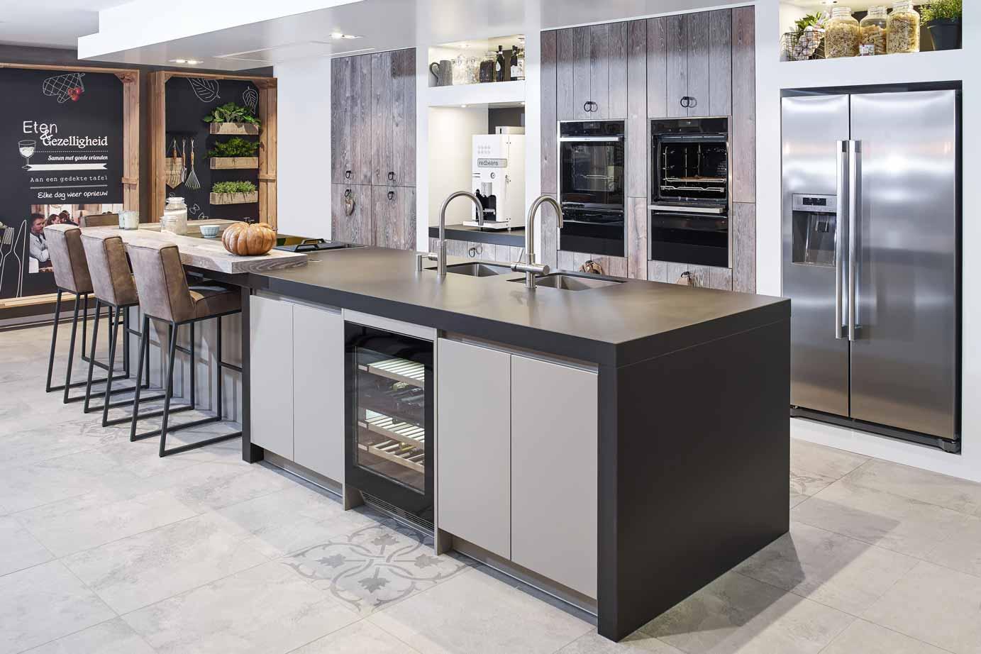 Keuken Landelijk Kookeiland : Luxe landelijk modern keukeneiland bekijk foto s en prijzen db