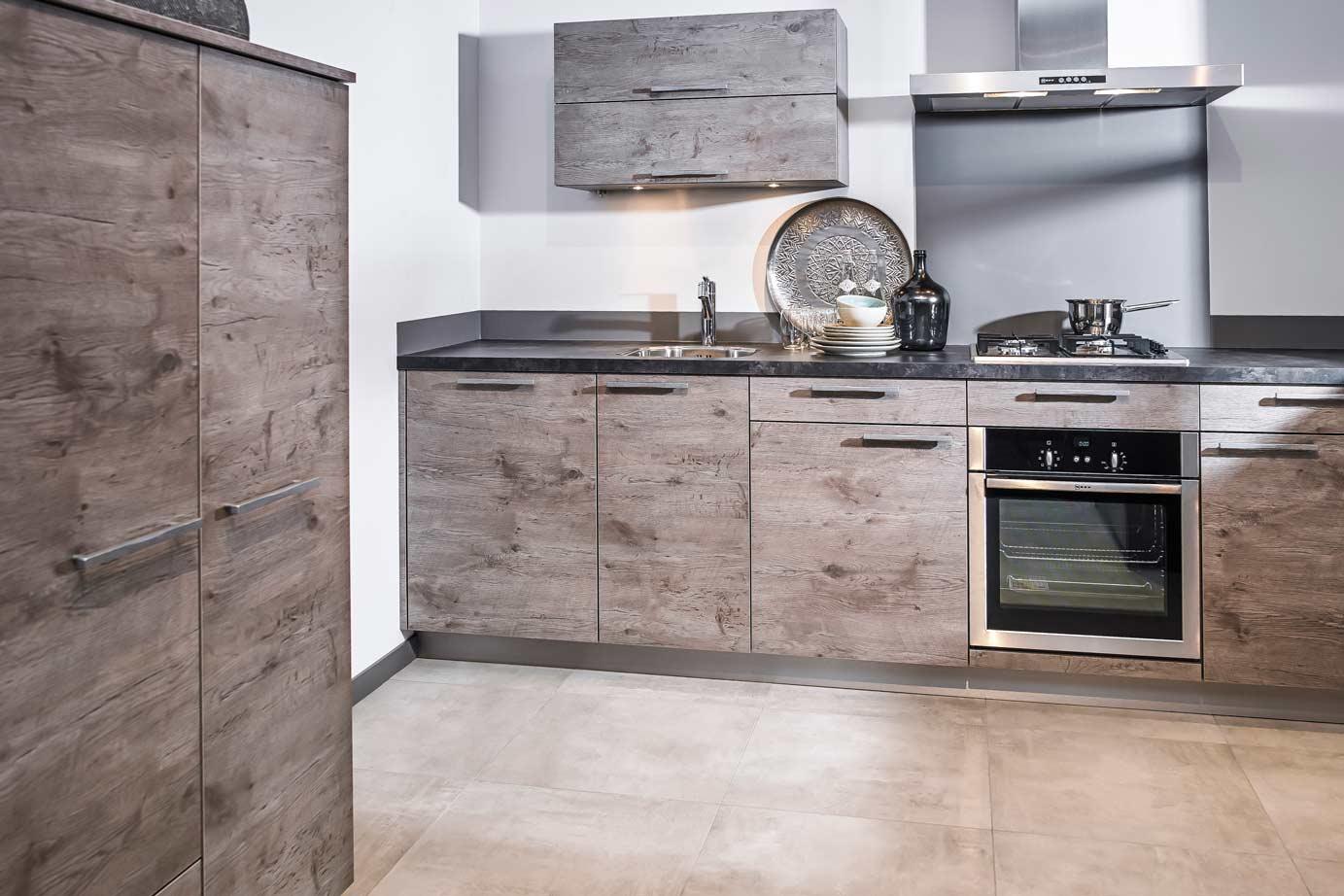 Keuken Moderne Klein : Moderne rechte keuken past in kleine keuken ruimte db keukens