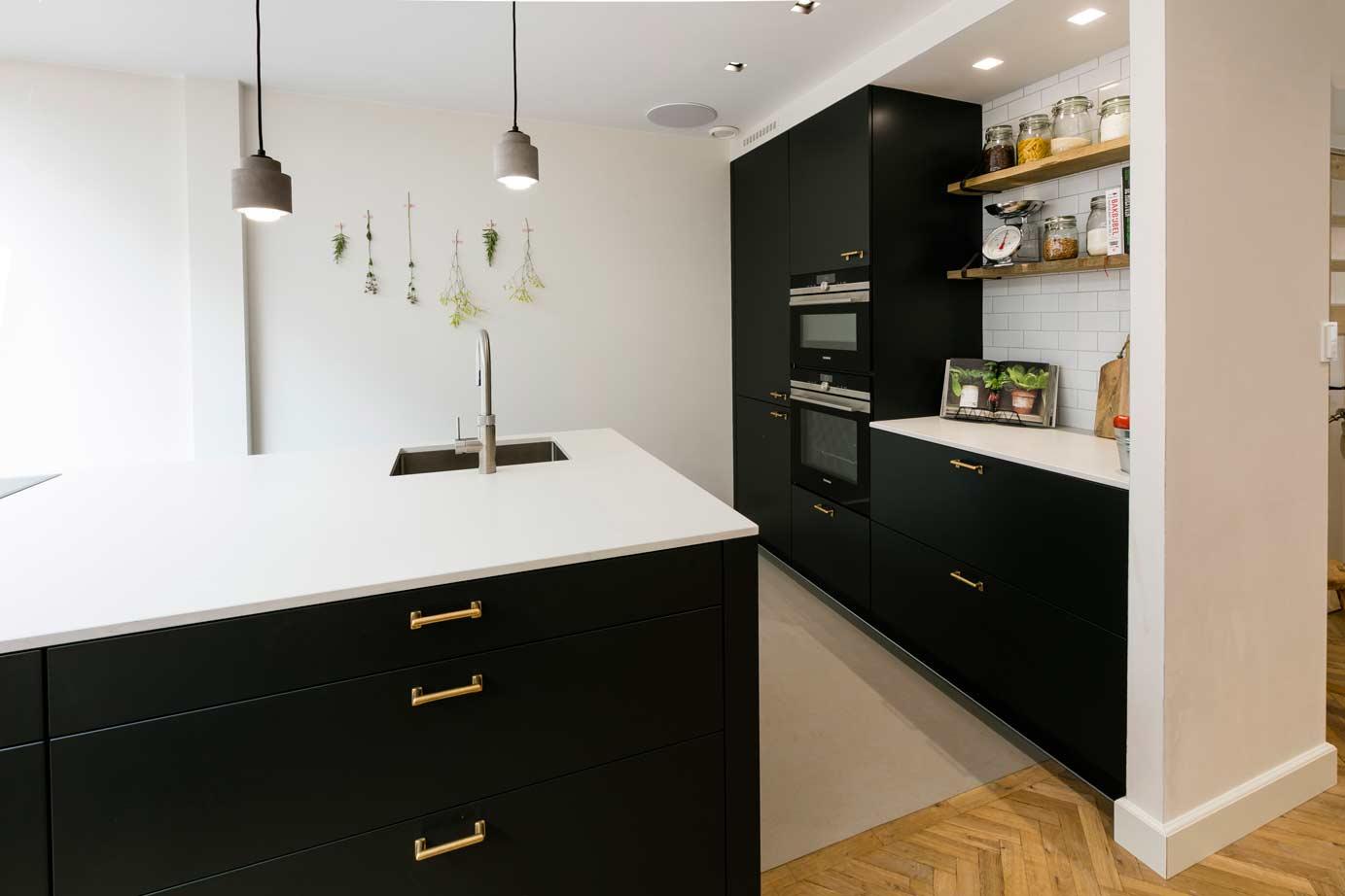 Modern Zwart Keuken : Een zwarte moderne keuken kopen in heemstede db keukens