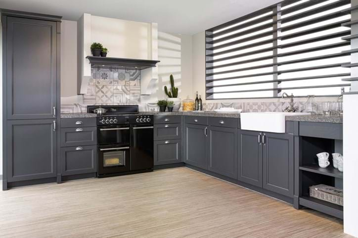 Zwarte keukens bekijk vele voorbeelden en krijg inspiratie db keukens - Keuken zwarte tegels en witte ...