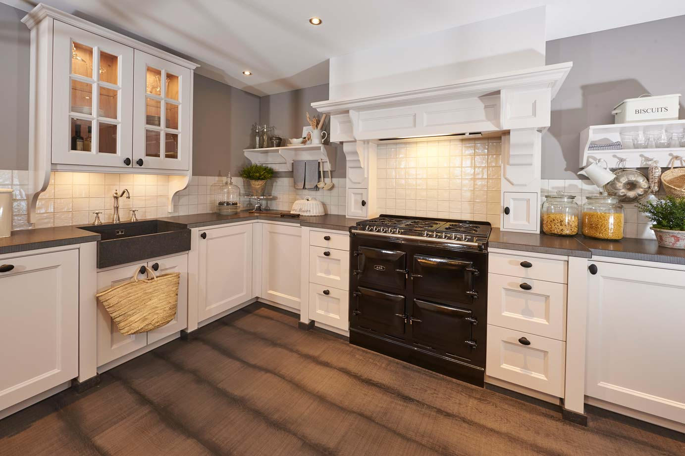 Interieur Klassieke Stijl : Klassieke keukens beleef de sfeer en rust van vroeger db keukens