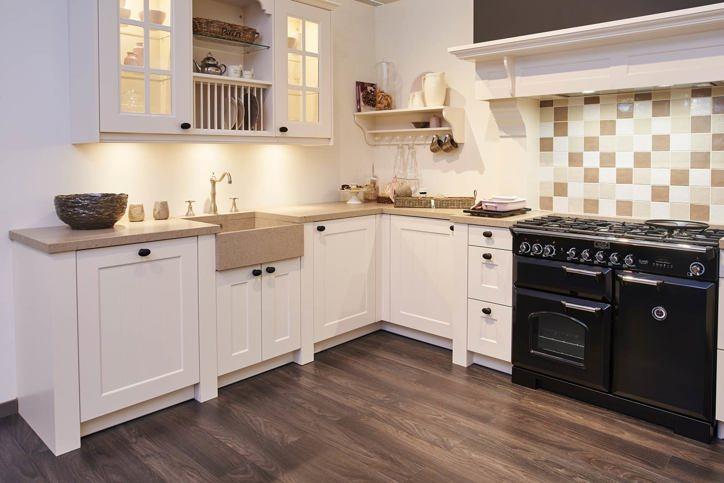 Klassieke keukens beleef de sfeer en rust van vroeger db keukens - Groene en witte keuken ...