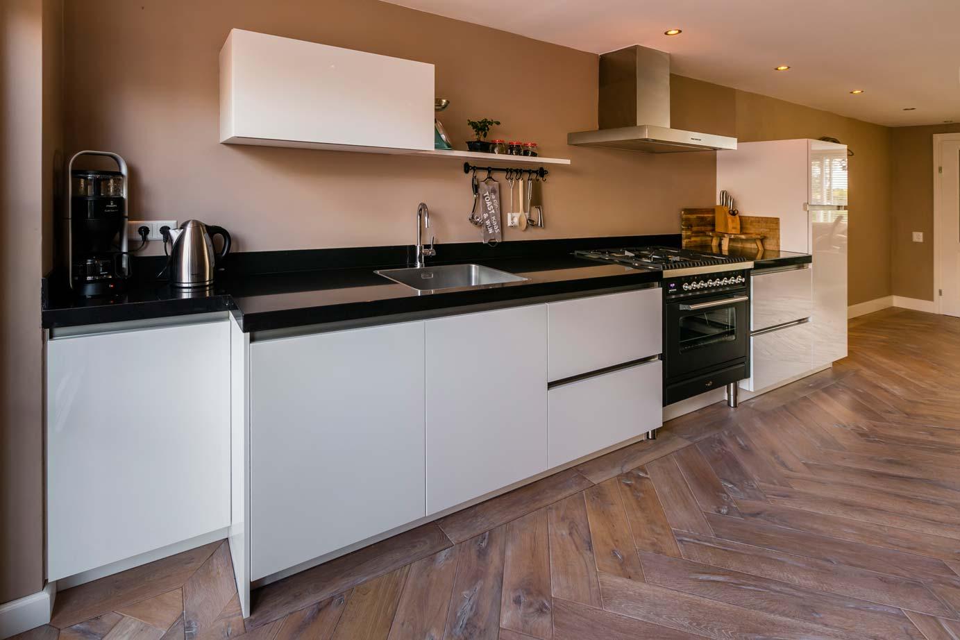 Een moderne keuken kopen op urk lees klantervaring db keukens