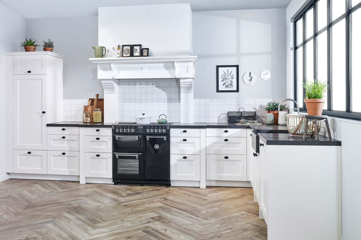 tegels keuken fornuis : Landelijke Hoekkeuken Met Fornuis Bekijk Foto S En Prijzen Db