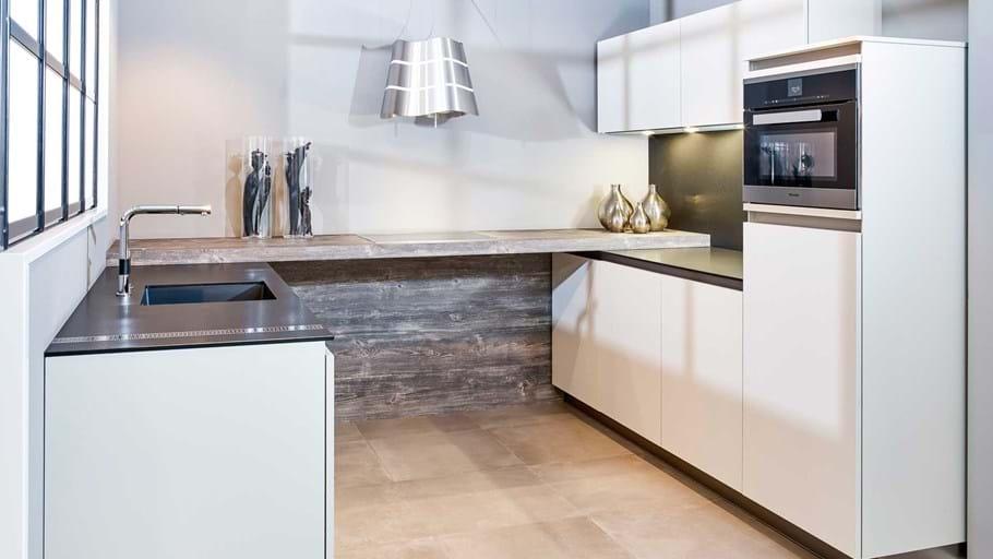 Moderne greeploze keuken in u opstelling db keukens - Tape geleid keuken ...