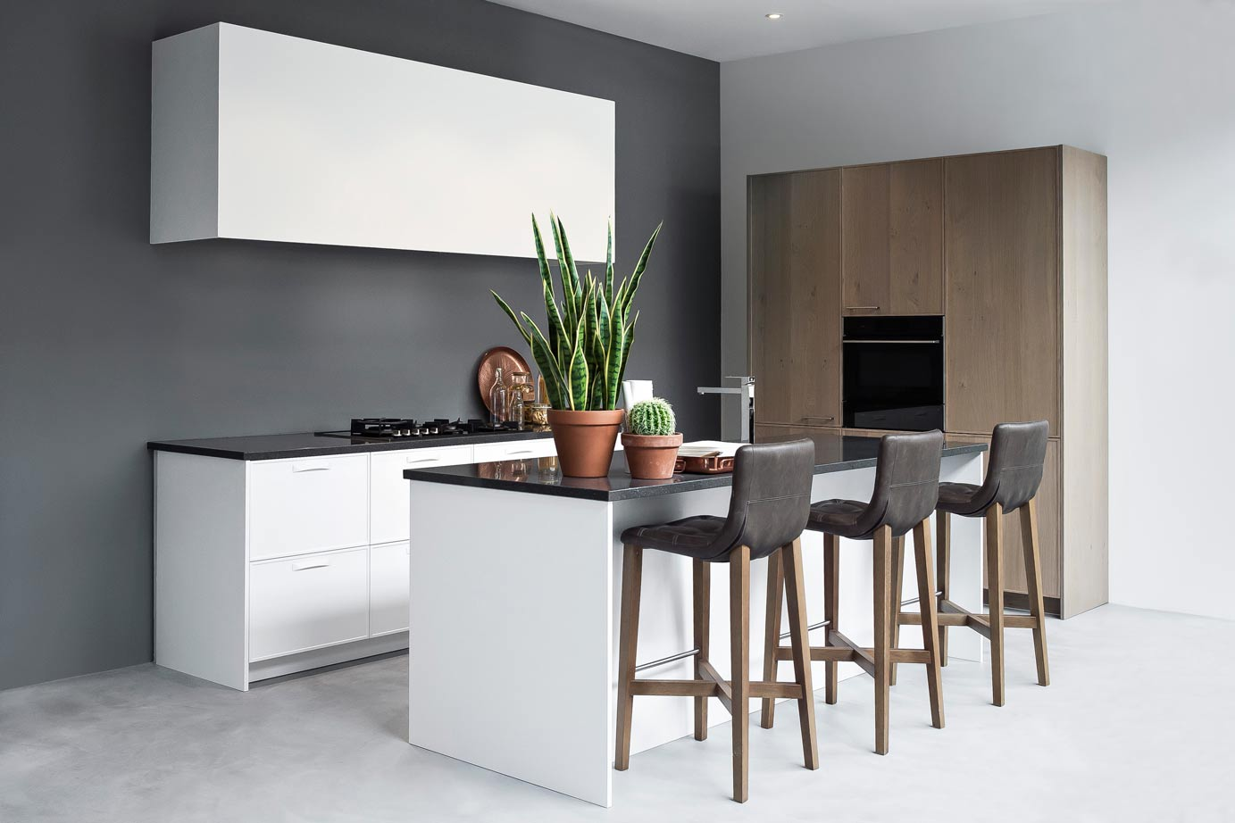 Keuken Moderne Bar : Moderne keuken met eiland incl kastenwand db keukens