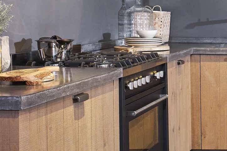 Keuken stoer robuust. design woonbeton betondesign gietvloer stoer