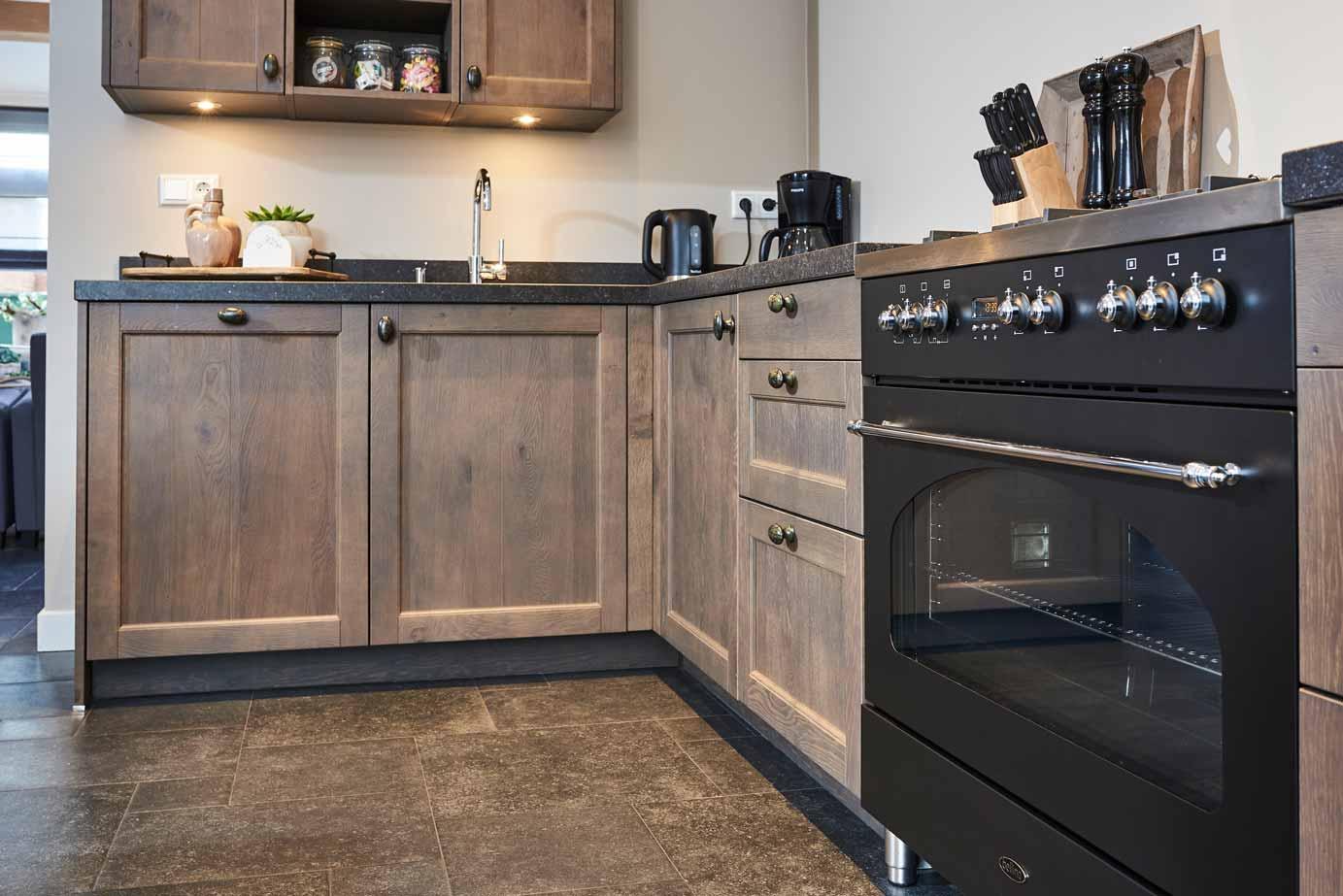 Massief Houten Keuken : Landelijke houten keuken kopen in krabbendijke lees deze