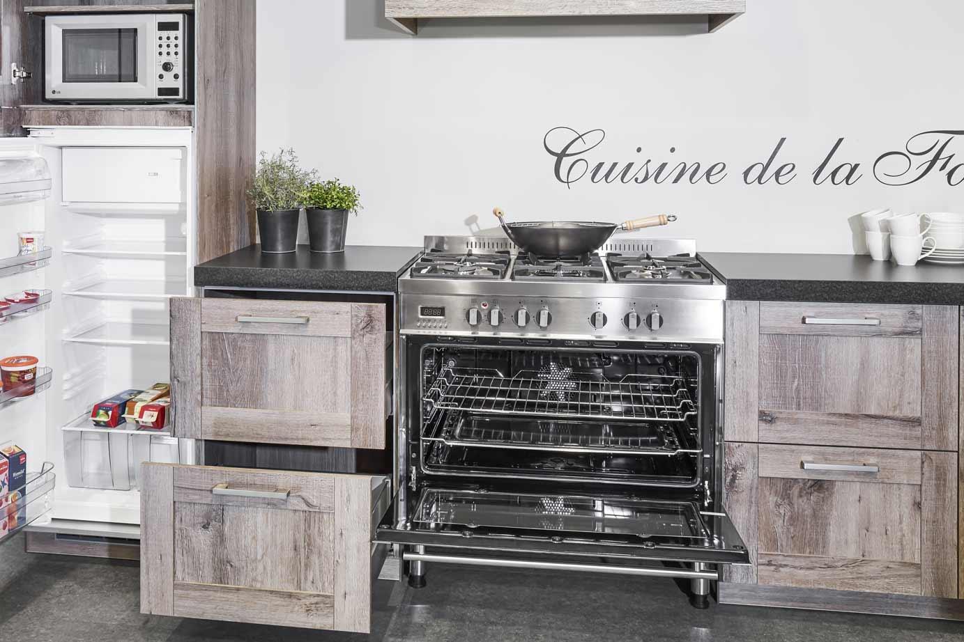 Landelijke hoekkeuken met fornuis bekijk foto s db keukens