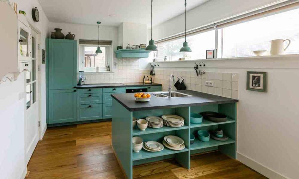 Keuken Schiereiland Landelijk : Blauw groen landelijke keuken met eiland in hilversum db keukens