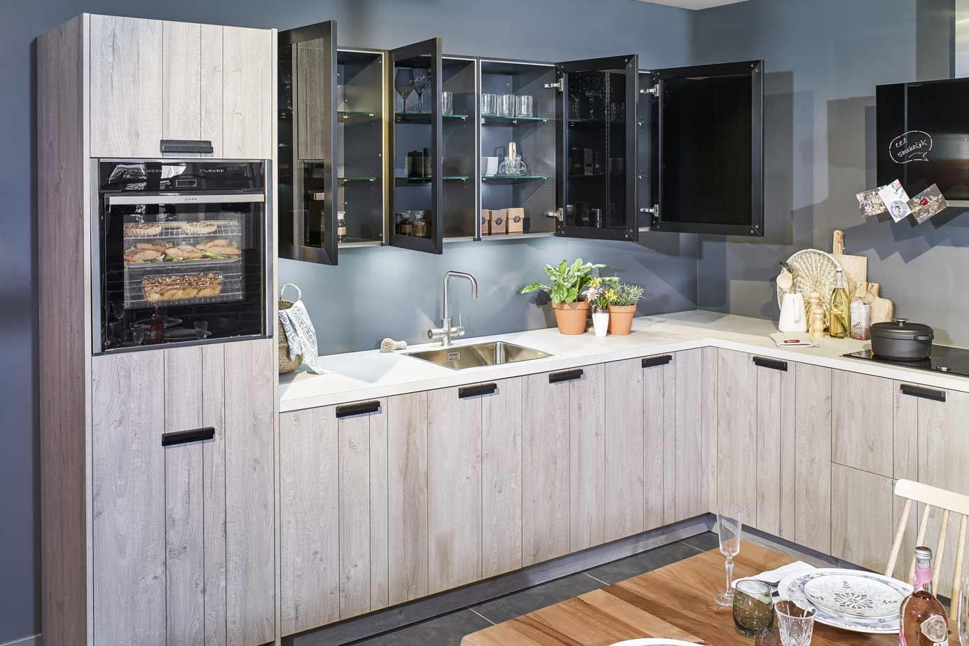Industriële houten keuken inclusief neff apparatuur db keukens