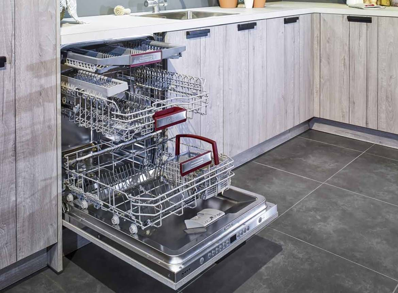 Industri le houten keuken inclusief neff apparatuur db for Neff apparatuur