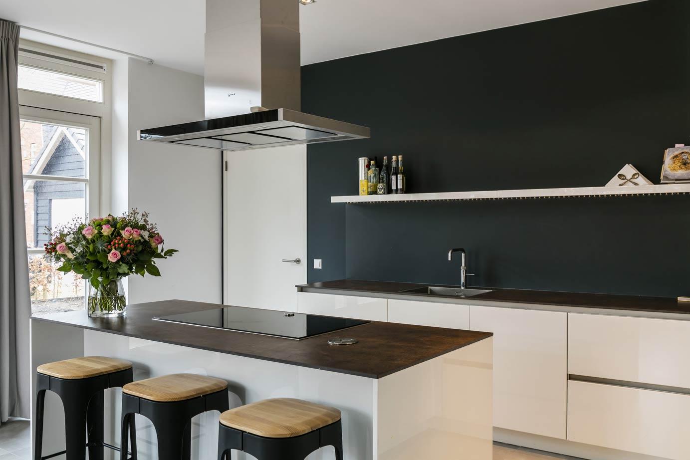 Witte Keuken Ervaring : Keuken met kookeiland kopen in bloemendaal lees ervaring van