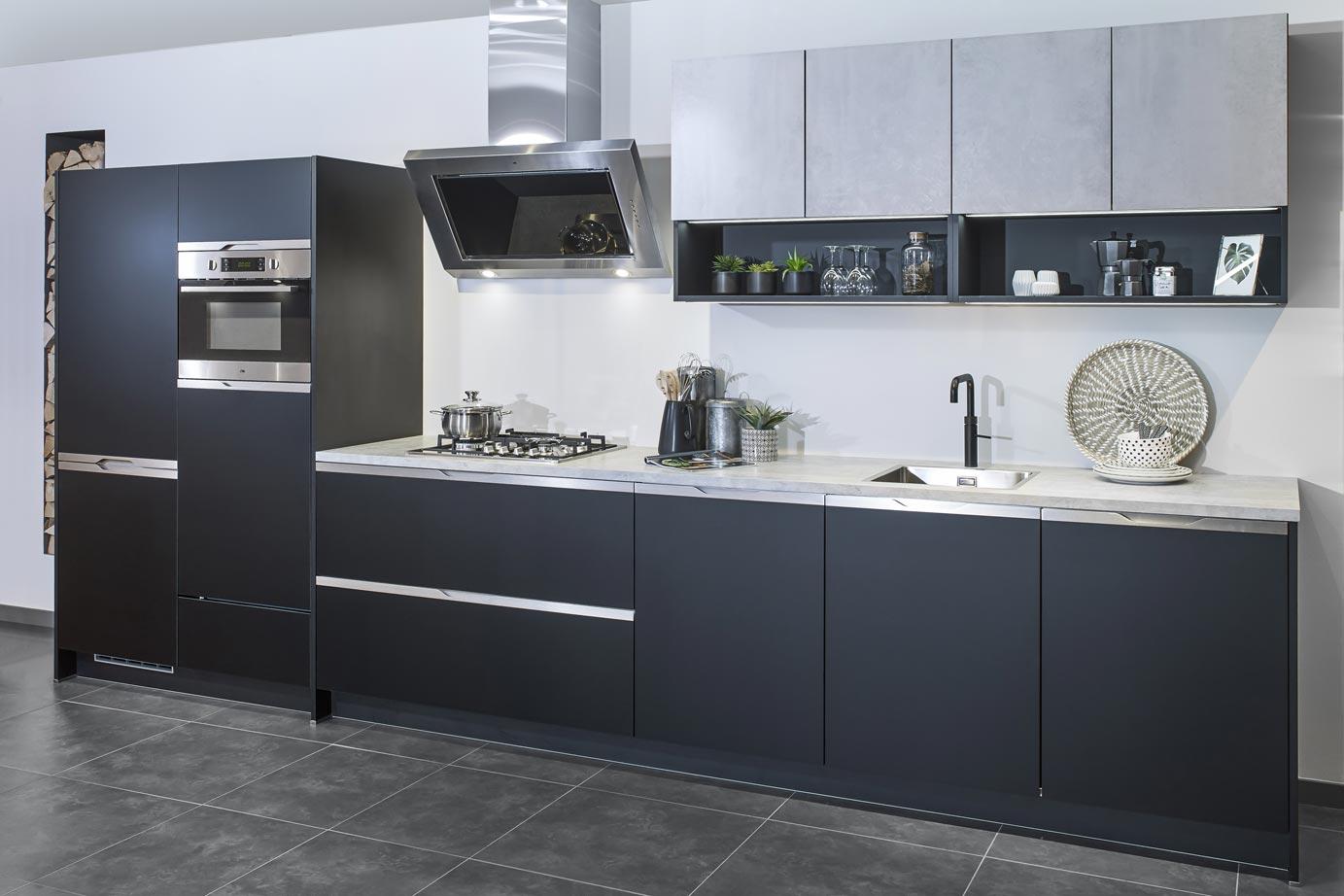 Recht Keuken Zwart : Rechte greeploze keuken in mat zwart bekijk foto s db keukens