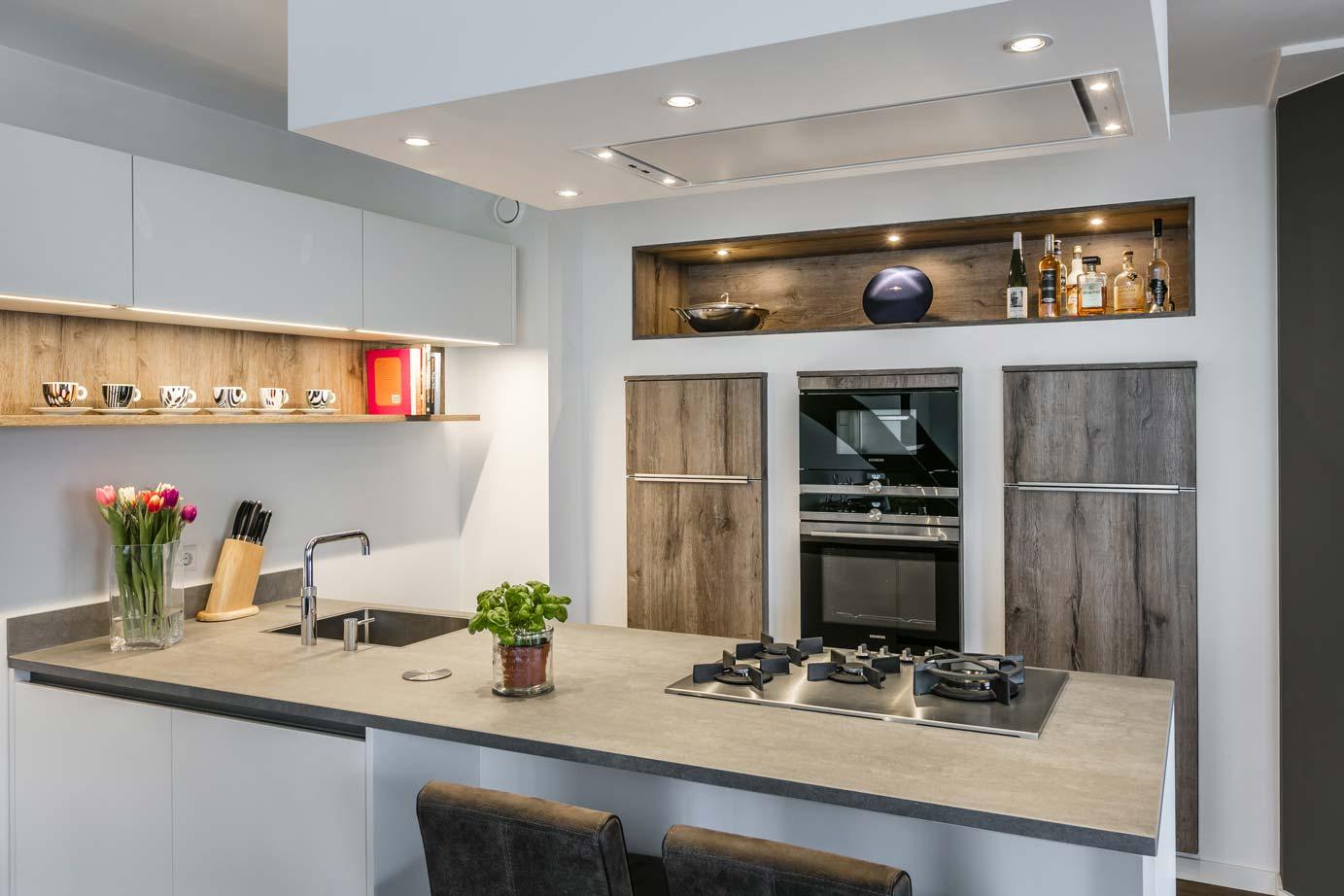 Keuken Schiereiland Met : Een l keuken met veel opbergruimte wooning