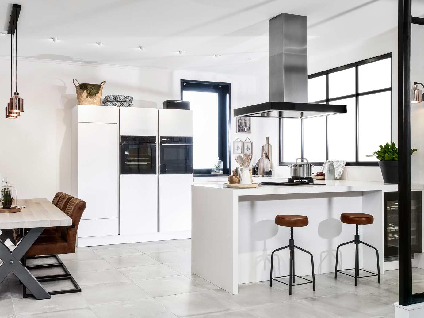 Moderne u keuken in mat wit ton sur ton db keukens