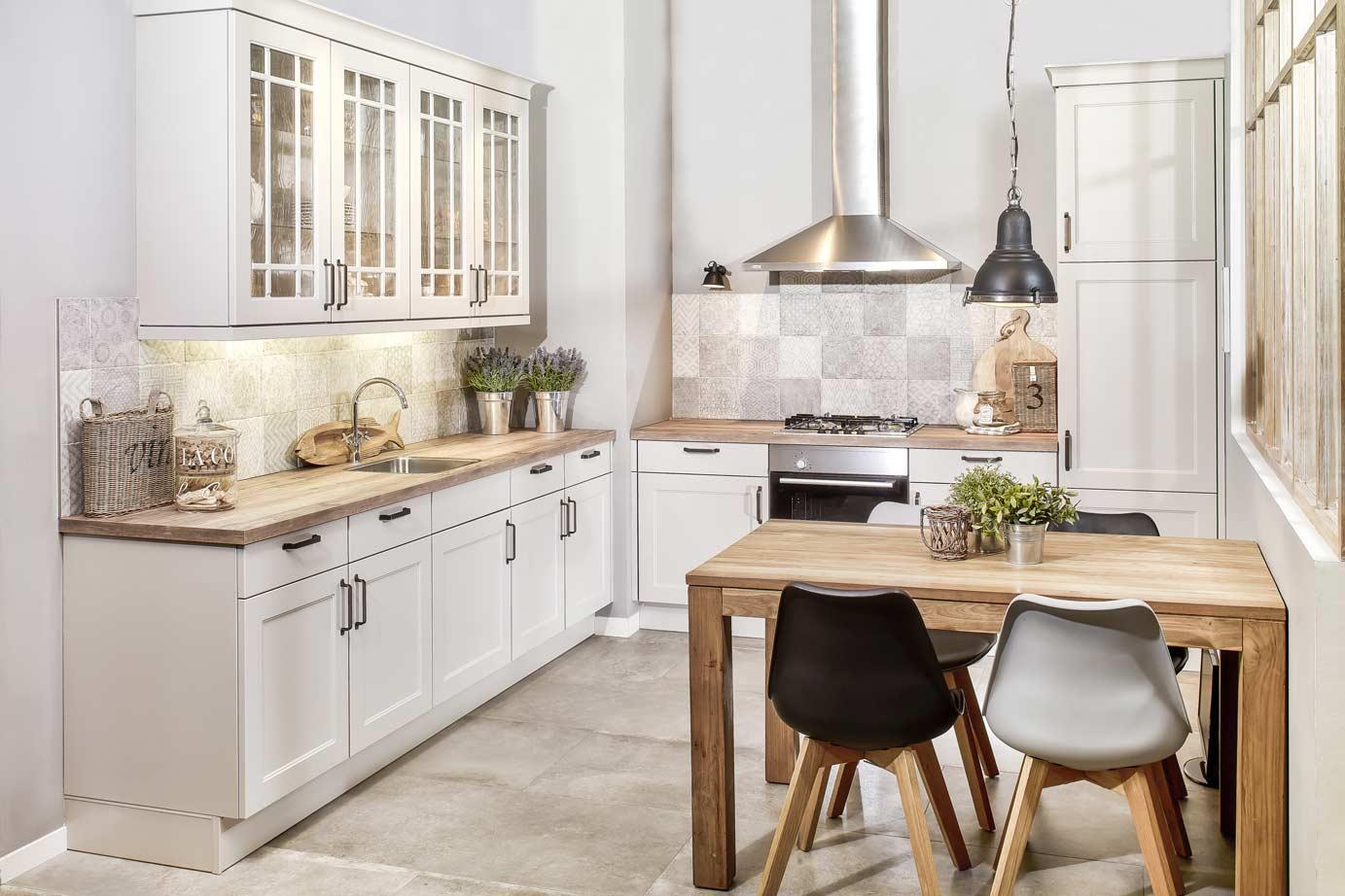 Keur Keukens Keukentegels : Goedkope landelijke keuken met vitrinekastjes db keukens