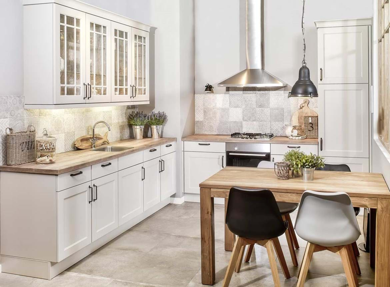 Landelijke Tegels Keuken : Goedkope landelijke keuken met vitrinekastjes db keukens