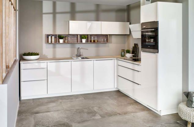 Witte Keuken Voordelen : Witte keuken: gevoel van rust en ruimte. laat u inspireren! db keukens