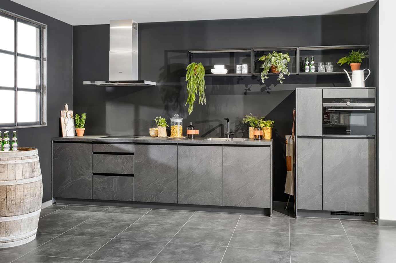Deze leisteen grijze keuken is bijzonder fraai db keukens