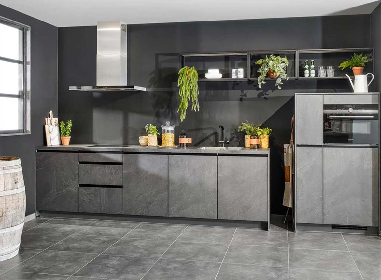 Grijze Keuken Modern : Deze leisteen grijze keuken is bijzonder fraai! db keukens