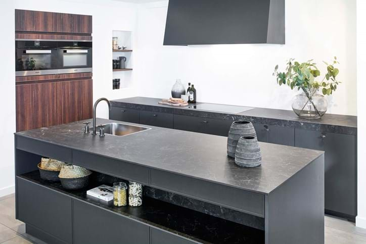 Grijze Keuken Modern : Een grijze keuken. luxe uitstraling past bij veel interieurs db