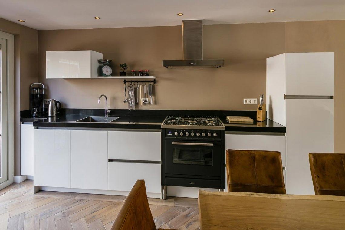 Strakke Witte Keuken : Strakke keuken kopen? lees onze blog bekijk voorbeelden db keukens