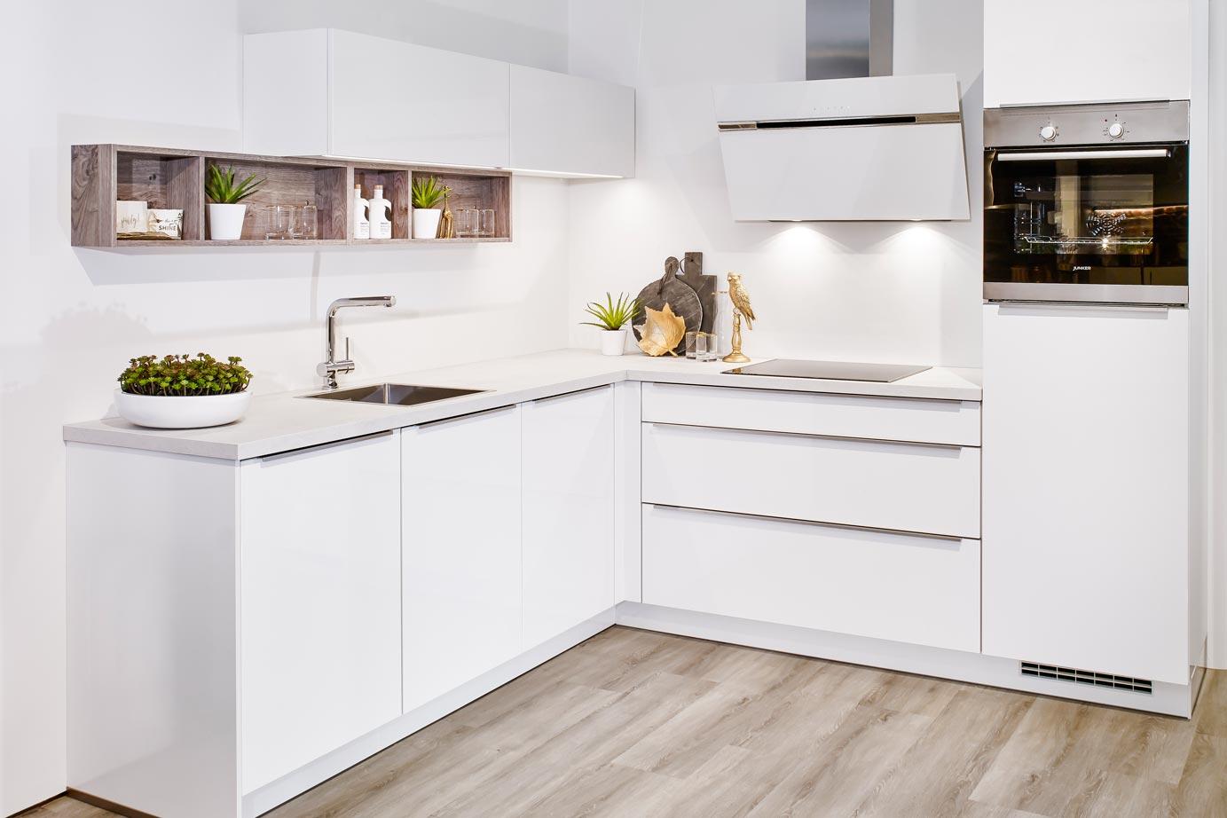 Keuken Kleine Kleur : Kleine keuken in moderne greeploze stijl bekijk foto s db keukens