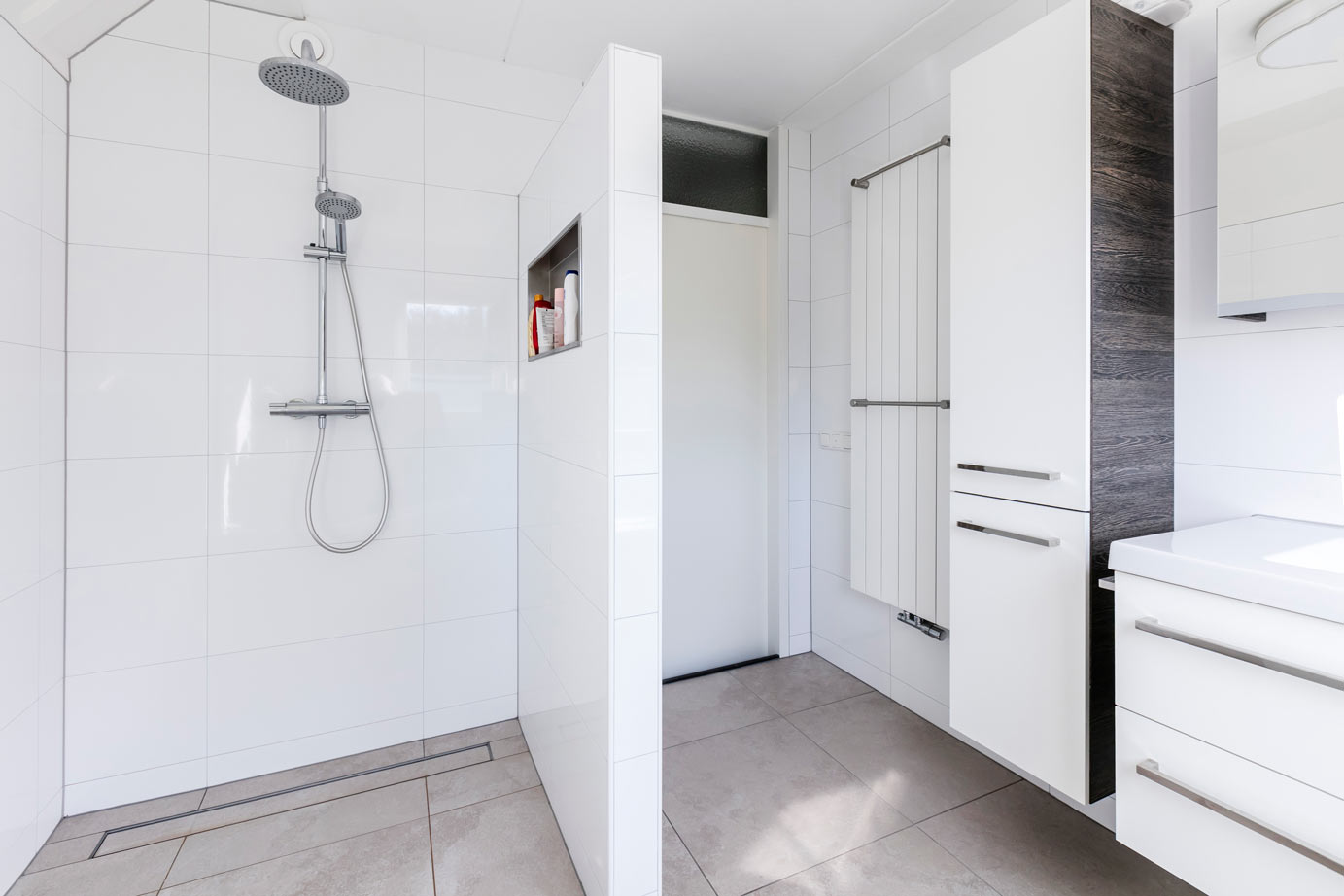 Tegels Badkamer Lelystad : Badkamer kopen in lelystad hoge klantscore lees ervaringen