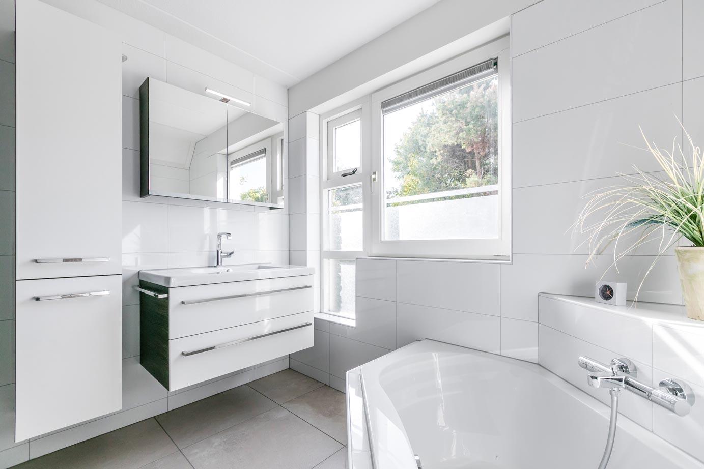 Welke Badkamer Magazine : Natuursteen en hout komen prachtig tot hun recht in je badkamer